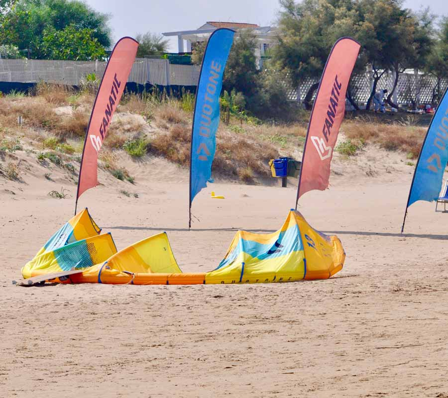garganosurf-1-cala-azzurra-fahnen