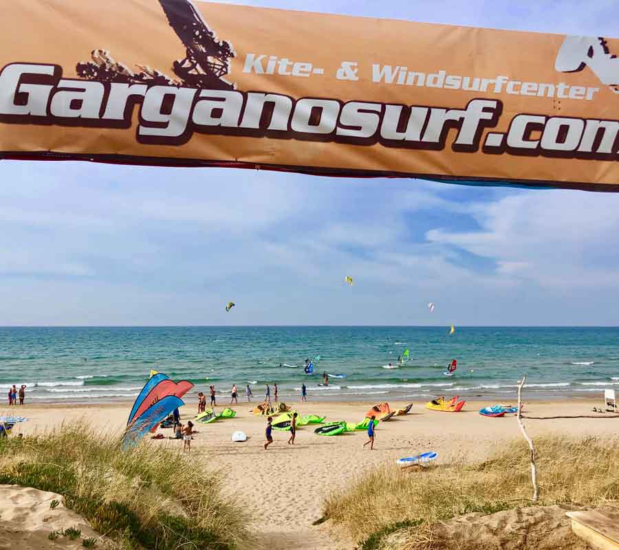 garganosurf-1-cala-azzurra-meerblick-banner