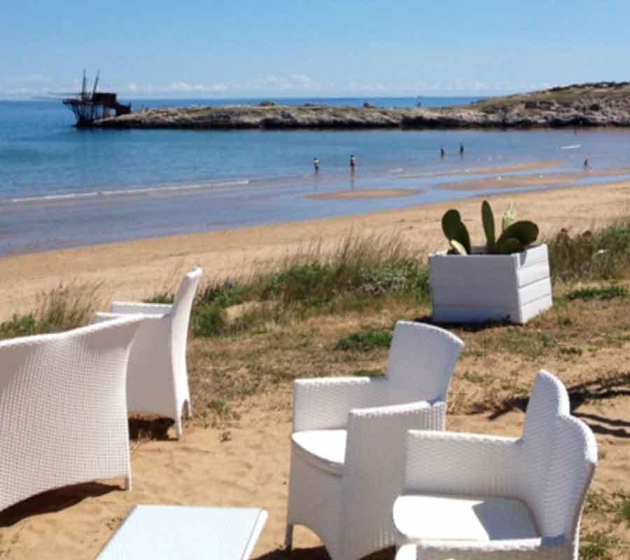 cala-azzurra-ausblick-restaurant-stuhl