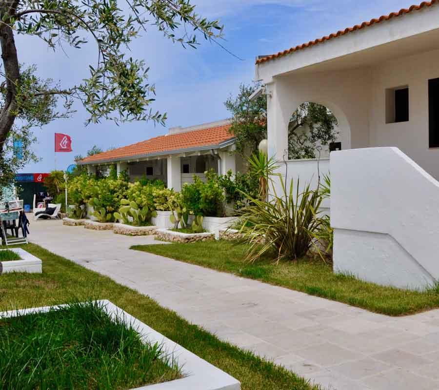 cala-azzurra-unterkunft-bungalow-schule